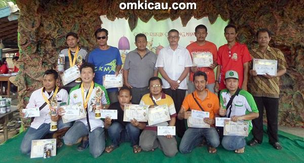 Para pemenang di Kelas Lovebird Gold