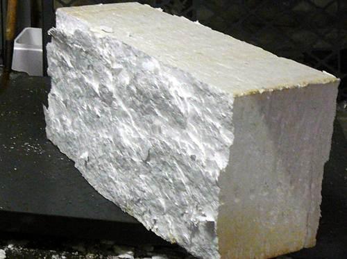 Potongan busa styrofoam bisa digunakan untuk memancing ngekek lovebird