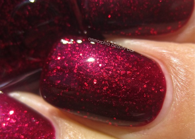 Essie Toggle To The Top swatch macro