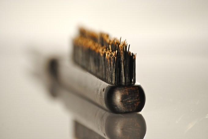 Moroccanoil Teasing Brush bristles 3