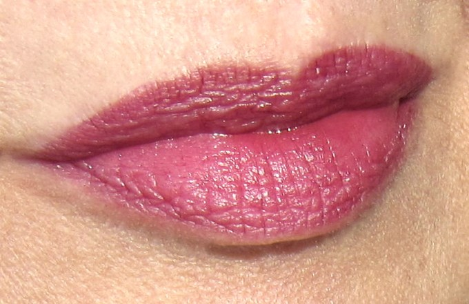 Burberry Kisses Oxblood swatch 3