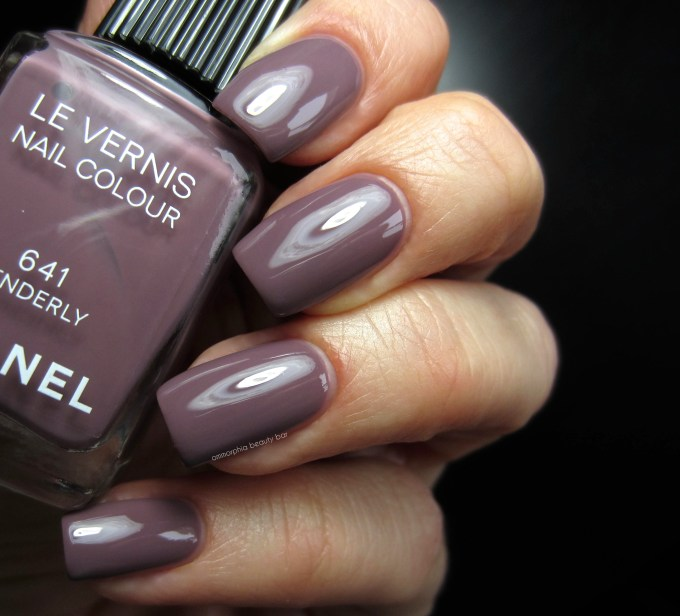 CHANEL Tenderly swatch