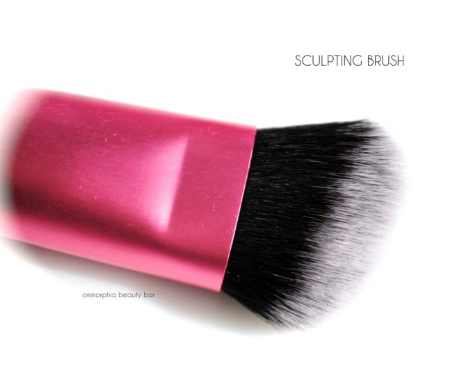 Real Techniques Sculpting Brush macro 2