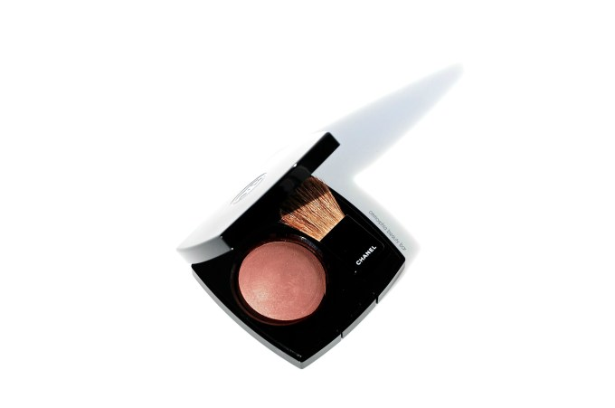 CHANEL Alezane blush closer