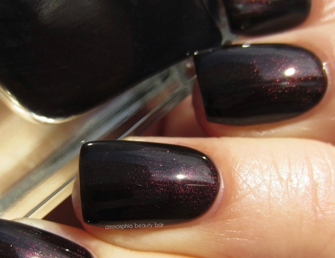 Guerlain Black Perfecto swatch detail