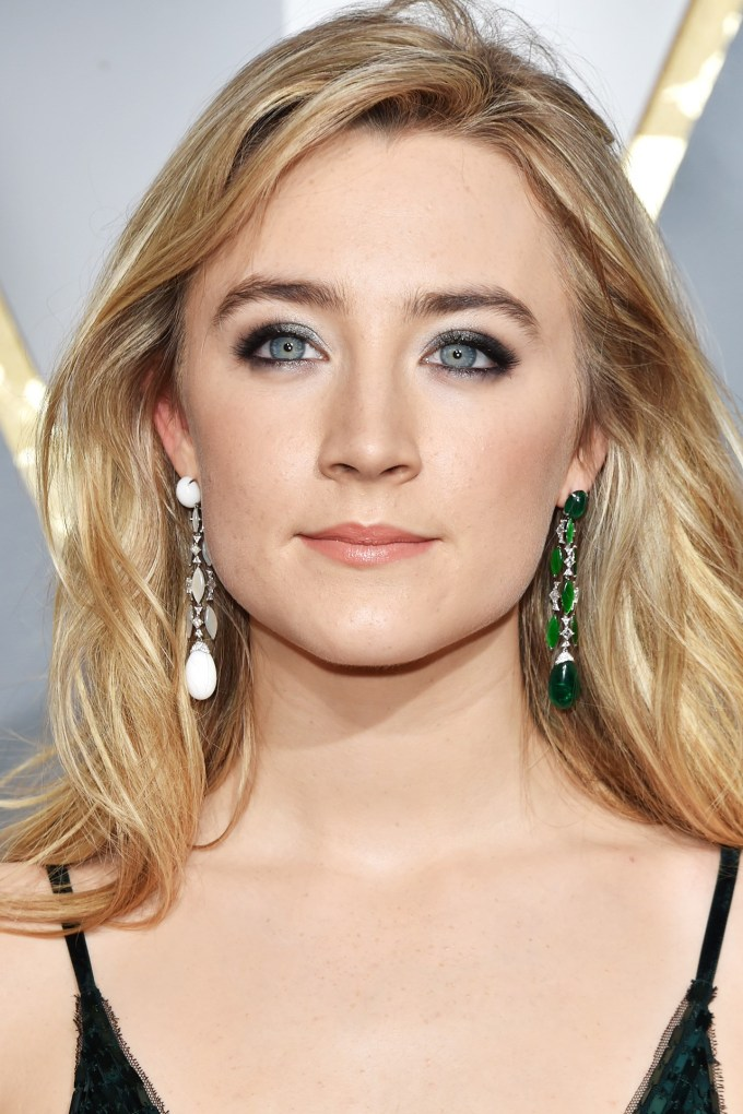 saoirse-ronan-beauty-vogue-29feb16-getty_