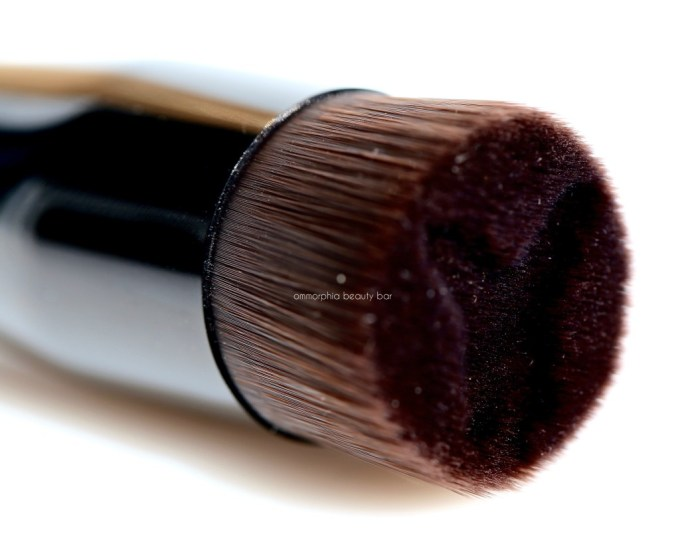 YSL Pinceau Y-Brush macro