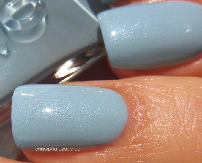 Essie First View macro swatch