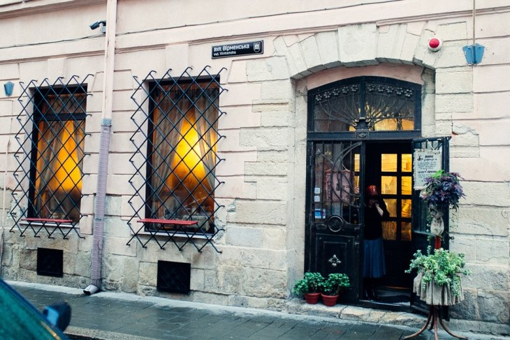 на улице Армянской