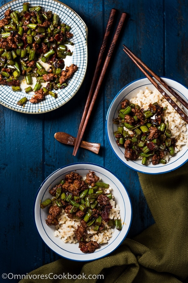 Stir Fried Green Beans with Ground Pork (豆角炒肉末) - a healthy dish that uses the minimum amount of protein to bring you the greatest satisfaction | omnivorescookbook.com
