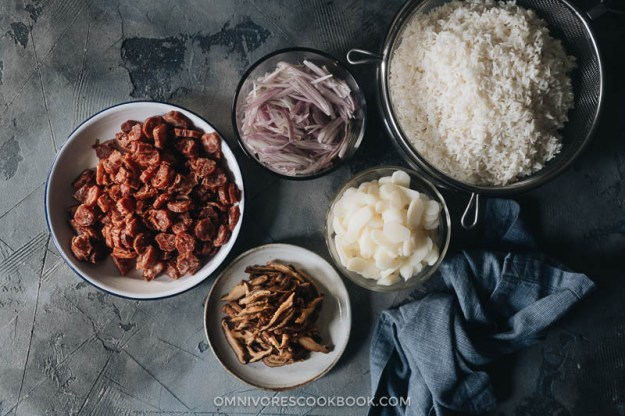Preps before cooking sticky rice stuffing