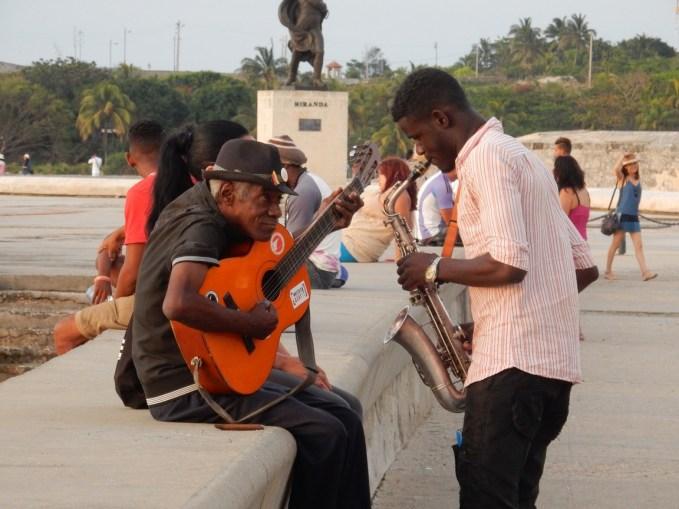 Música ao entardecer no Malecón