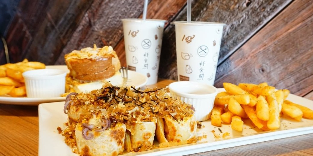 """【高雄左營早午餐】好。食間早午餐    平價創意早午餐""""倒插章魚燒蛋餅"""