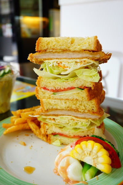 """【高雄新興早午餐】雙魚座早中餐  *♥巨無霸丹麥三明治""""高CP值又美味的早午餐"""