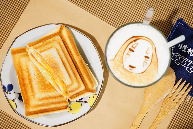 "【台南北區美食】性格せいかく|| 高CP值平價早午餐""超萌拉花拿鐵""熱壓吐司"