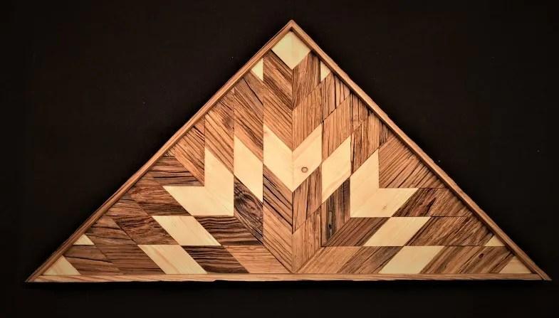 triangle en vieux bois