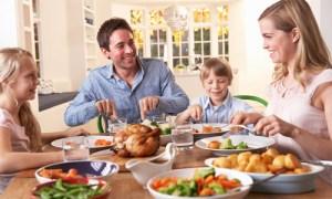omorfamystika-family-dinner
