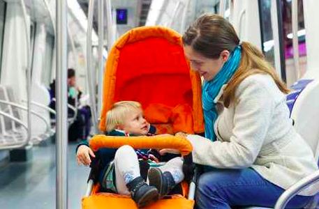 国が推奨!?「電車やバスでベビーカーを畳まずOK」
