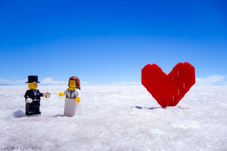 ウユニ塩湖のレゴ・ウェディング