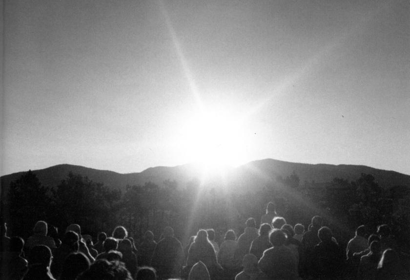 Collective meditation at sunrise, Bonfin