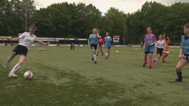 Vrouwenvoetbal ook populair in Flevoland