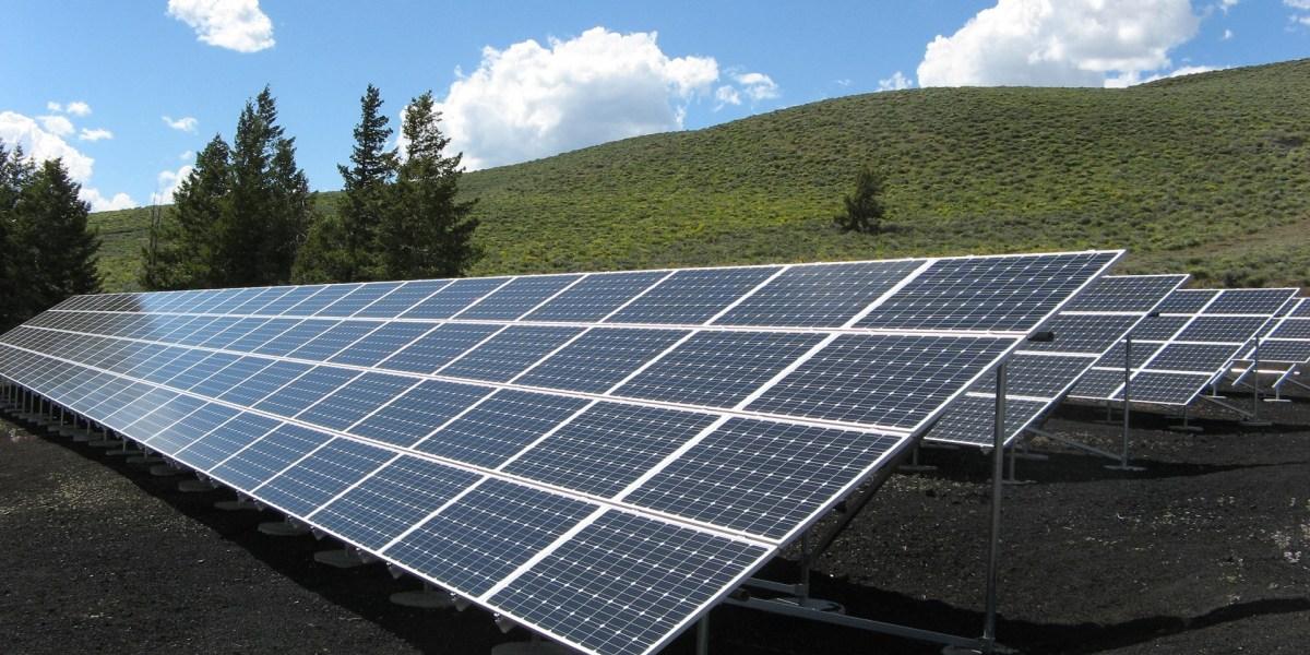 energia fotovoltaica: imagem de painel solar