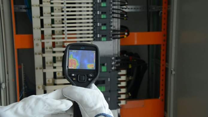 Quadro elétrico em Curitiba: análise termográfica de painel