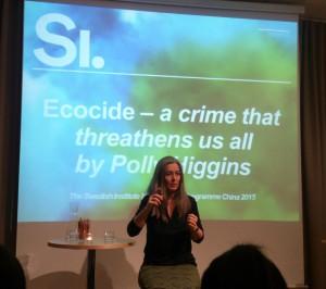 Polly Higgins talar om ecocide hos Svenska Institutet.