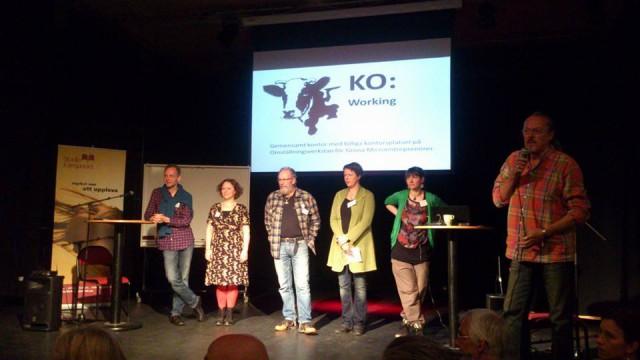 Lokala exempel inspirerade. Här Niklas Högberg och Hanna Arnesson från ROS i Örebro, Rune Forssén från Gunnarshögs sambruk i Halland, Ylva Lundin från Omställning Alingsås och Elinor Askmar från Omställning Göteborg. Jan Forsmark modererar.