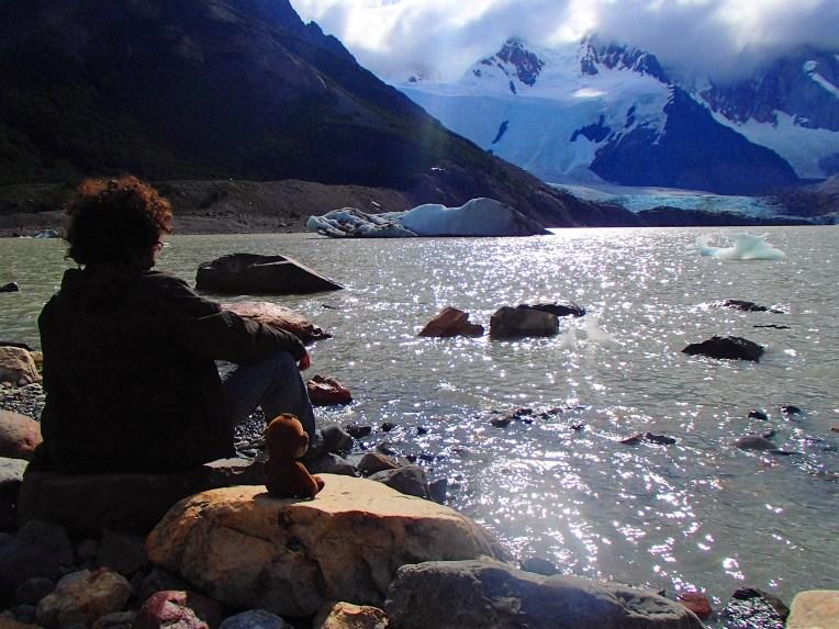 Observando o Glacial Piedras Blancas, na Laguna Torres