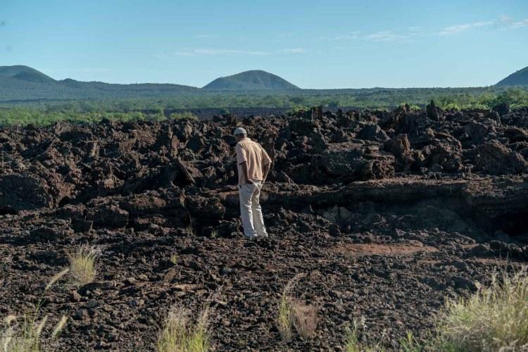 Unser Guide auf dem Shetani Lava Flow