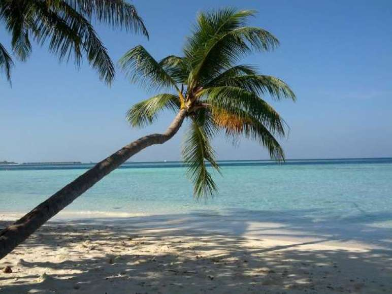 bikini-beach-gulhi-Maldivas-viaje-barato