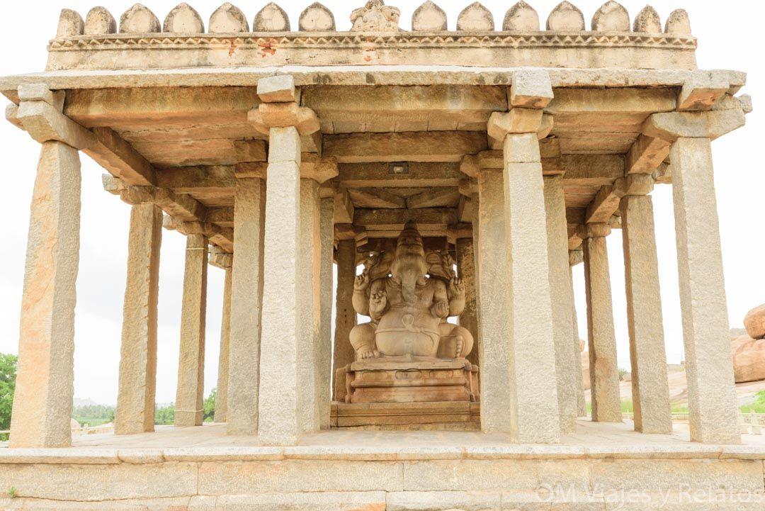Estatua-Ganesha-dios-hindú-Hampi-India-templo