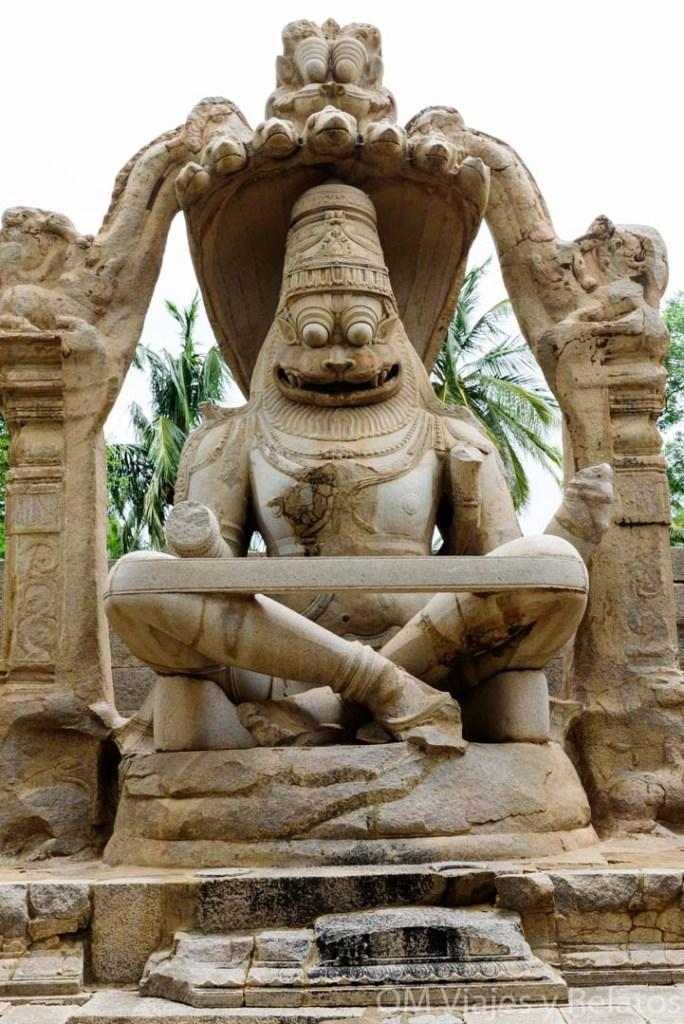 Estatua-dios-León-Ruinas-Templos-Hampi