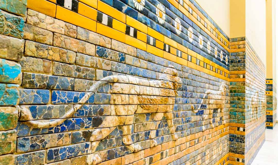 LA PUERTA DE LA ANTIGUA CIUDAD DE BABILONIA: ADMÍRALA EN BERLÍN