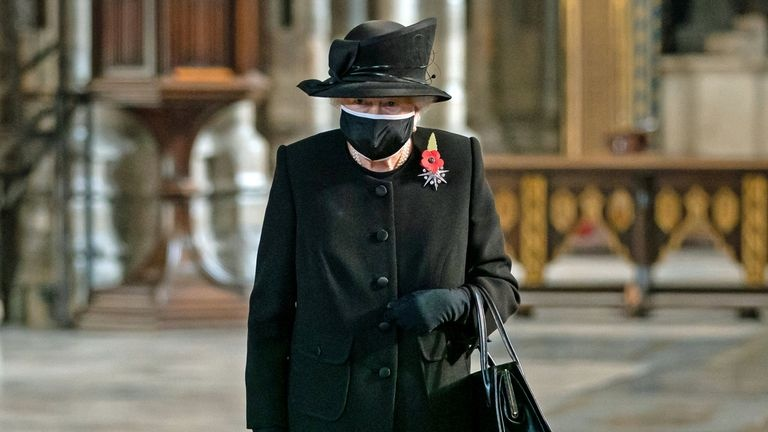 skynews-queen-mask-remembrance-sunday_5165242-Cropped.jpg