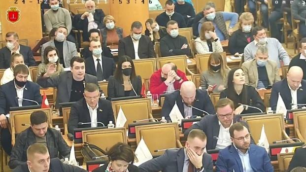 odesskaya_meriya_zakupila_girlyandi_dlya_elki_po_9_kratnoy_tsene_partiya_shariya_5692-Cropped.jpg