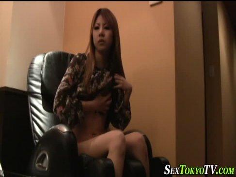 ビデオBoxで金髪ギャルがトイレでスーツ姿の美人OLが撮られていると知りながらオナニーしてるエロ動画