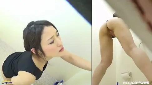 スレンダーなお姉さんが和式トイレでおまんこを指弄って喘ぐ無修正のオナニー盗撮動画