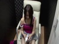 ビデオBoxでAV鑑賞をしながらおまんこを弄り本気イキしてる美乳お姉さんのオナニー動画無料