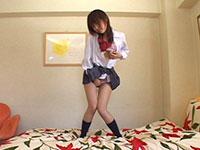 パンティを食い込ませて腰をクネらせながら立ちオナニーする女子校生