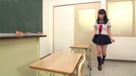 誰もいない教室に入るなごみちゃん