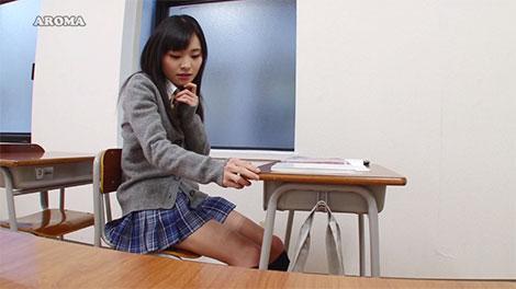 教室でムラムラし始める美少女JK