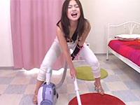 稀代のオナニー大好き変態女、三咲エリナさんの気狂い掃除機擦り付けオナニー動画!
