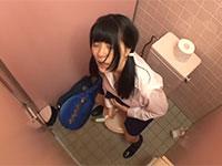 媚薬で発情した女子校生が公衆トイレで便所ブラシをアソコに高速で擦り付けながらオナニーアクメっ!
