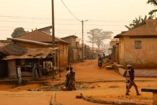 A street crossing in Ouidah.