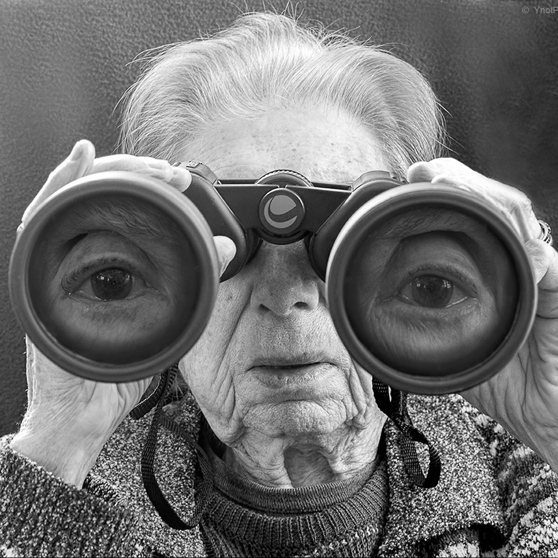 """Mamma, in the Meantime"": Tony Luciani's Intimate and Playful Images of His Nonagenarian Mother"