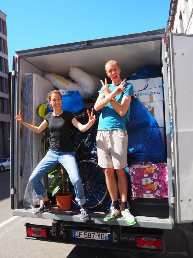 Photo montrant un camion de déménagement rempli