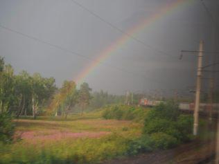 Arc en ciel en Sibérie et vue sur le train