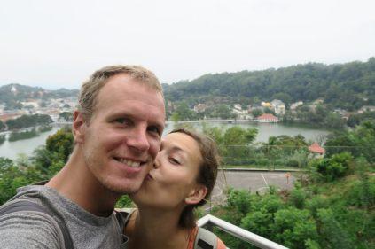 Deux amoureux au View Point de Kandy (vue sur le lac)